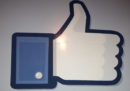 """Anche Facebook ha iniziato a nascondere i """"Mi piace"""""""