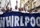 Un gruppo di lavoratori di Whirlpool ha bloccato l'autostrada Napoli-Salerno per protestare contro la chiusura dello stabilimento di Napoli