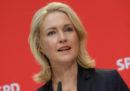 Manuela Schwesig, presidente ad interim del partito Socialdemocratico tedesco, si è dimessa per curarsi da un tumore