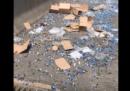 Un camion pieno di dadi ha rovesciato il suo carico e ha fatto 756.000 (circa)