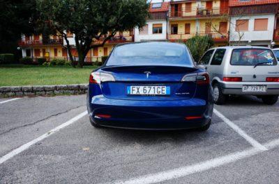 Tesla Model 3 vs Cinquecento (Foto © Antonio Dini)
