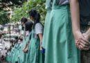 Le foto della catena umana formata dagli studenti a Hong Kong
