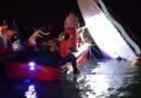 Tre persone sono morte dopo che una barca si è scontrata con una diga a Venezia