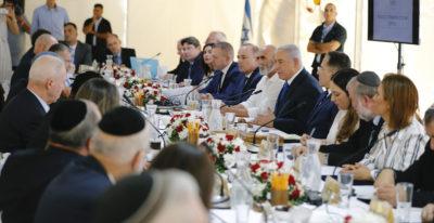 Il governo israeliano ha tenuto in Cisgiordania la sua ultima riunione prima delle elezioni di martedì