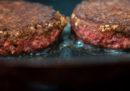 McDonald's venderà in alcuni ristoranti canadesi gli hamburger di origine vegetale di Beyond Meat