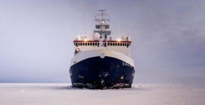 Questa nave sta andando a intrappolarsi nel ghiaccio