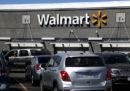 Walmart, la più grande catena di supermercati negli Stati Uniti, non venderà più munizioni per pistole e fucili d'assalto