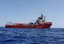 La Ocean Viking è ancora al largo di Lampedusa