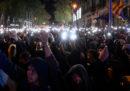Per la seconda sera di seguito a Barcellona ci sono stati scontri fra polizia e indipendentisti catalani