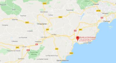 Tensione in Francia: uomo asserragliato in un museo
