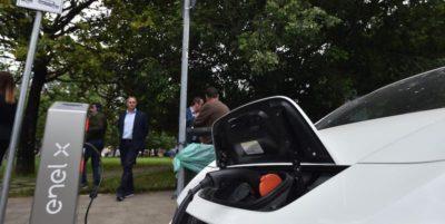 Se compri un'auto elettrica, dove la ricarichi?