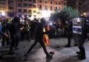 Sabato sera a Barcellona ci sono stati violenti scontri tra la polizia e i manifestanti indipendentisti