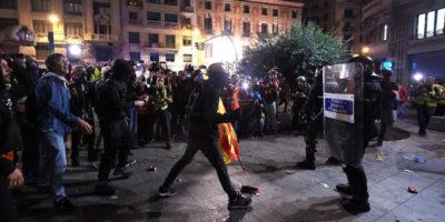 Proteste contro indipendentisti a Barcellona