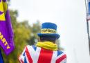 Nel Regno Unito i Liberaldemocratici e lo Scottish National Party hanno proposto al governo di Boris Johnson di tenere elezioni anticipate il 9 dicembre