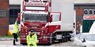 Le indagini sulle 39 persone trovate morte in un camion