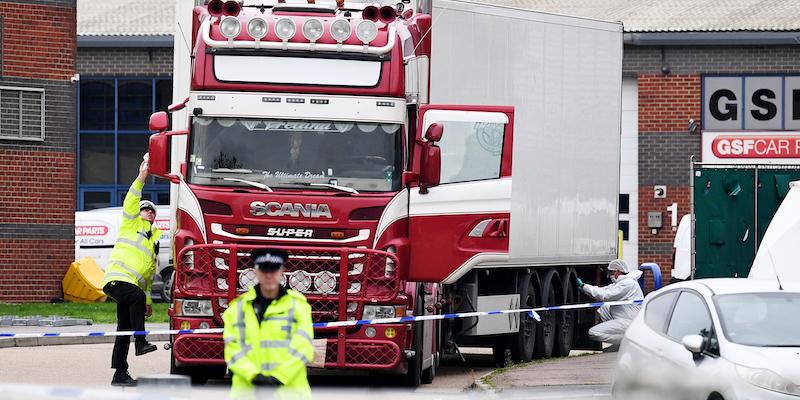 Regno Unito, trovati 39 cadaveri dentro un container: un arresto