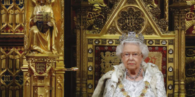 Il «surreale» discorso della Regina