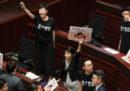 La leader di Hong Kong Carrie Lam è stata contestata in Parlamento