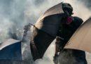 La polizia di Hong Kong denuncerà per aggressione il 18enne ferito da un agente negli scontri di martedì