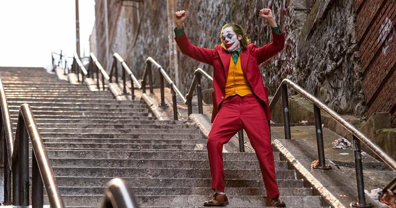 le `scale di joker` a new york diventano luogo di culto sulla scia del successo del film.