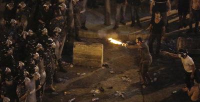 Libano, governo introduce tassa su chiamate Whatsapp: è rivolta