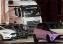 Lunedì a Limburg, in Germania, un uomo ha guidato un camion contro alcune auto ferme a un semaforo e secondo i giornali è stato un atto di terrorismo