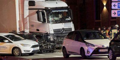 Ruba un tir e travolge otto auto: si indaga per terrorismo
