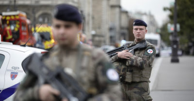 Parigi, funzionario della prefettura ammazza quattro persone: ucciso dalla polizia