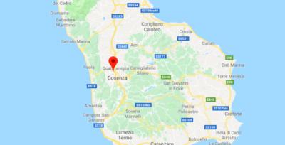 Quattro persone sono morte e due sono state gravemente ferite in un incidente stradale a Saporito (Cosenza)