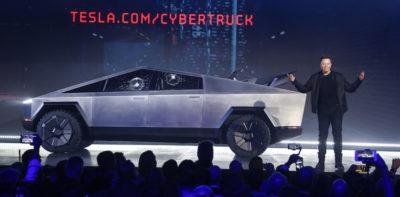 Elon Musk ha detto di avere ricevuto 200mila ordinazioni per il nuovo pick-up elettrico di Tesla