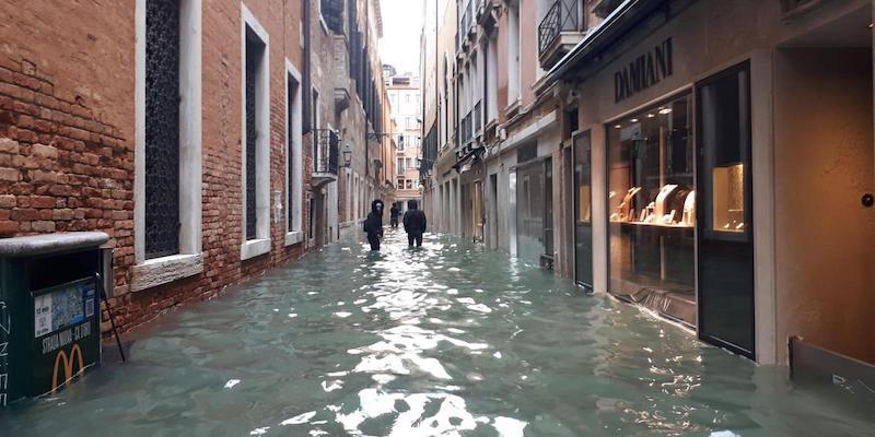 A Venezia è arrivato un nuovo picco di acqua alta