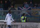 La Corte d'Appello della FIGC ha sospeso la chiusura di un settore dello stadio di Verona per i cori razzisti a Mario Balotelli