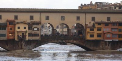 A Firenze e Pisa il fiume Arno si è molto ingrossato, alcune strade sono state chiuse