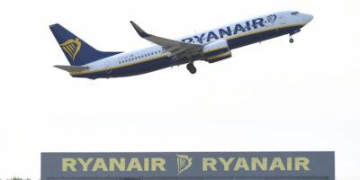 Un tribunale spagnolo ha ordinato a Ryanair di eliminare la regola sul bagaglio a mano a pagamento