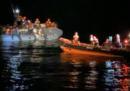 La nave Open Arms ha soccorso una barca alla deriva con 73 migranti