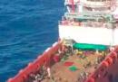 Tra venerdì sera e sabato mattina circa 200 migranti sono stati salvati da un mercantile italiano a largo della Libia, dice Alarm Phone