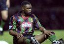 Un poliziotto è stato incriminato per la morte dell'ex calciatore britannico Dalian Atkinson
