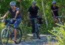 Bisogna obbligare chi va in bici a usare il casco?