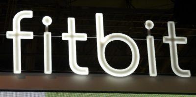 Alphabet, la società che controlla Google, acquisterà il produttore di smartwatch Fitbit per 2,1 miliardi di dollari