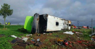 Flixbus si ribalta in autostrada: 33 feriti, 4 gravi