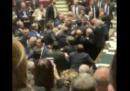 Il video della rissa oggi alla Camera