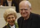 La Repubblica Ceca ha ridato la cittadinanza allo scrittore Milan Kundera, a cui era stata ritirata nel 1979