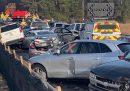 Le foto dell'incidente tra sessanta auto su un'autostrada in Virginia