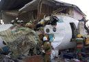 Un aereo con 98 persone a bordo è precipitato in Kazakistan