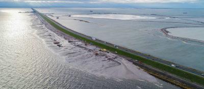 L'enorme progetto per mettere al sicuro una diga nei Paesi Bassi