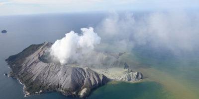 Nuova Zelanda: erutta il vulcano, almeno un morto