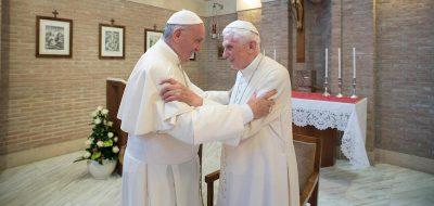 """Il rapporto fra Benedetto XVI e Papa Francesco non è proprio come in """"I due papi"""""""