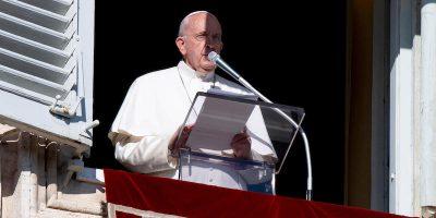 Il Papa si è scusato per essersi arrabbiato con la donna che lo strattonava