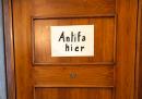 Il cartello sulla porta del sindaco di Milano