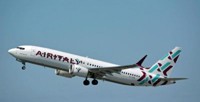Venerdì sera un aereo di Air Italy partito da Olbia e diretto a Roma ha fatto un atterraggio d'emergenza subito dopo il decollo